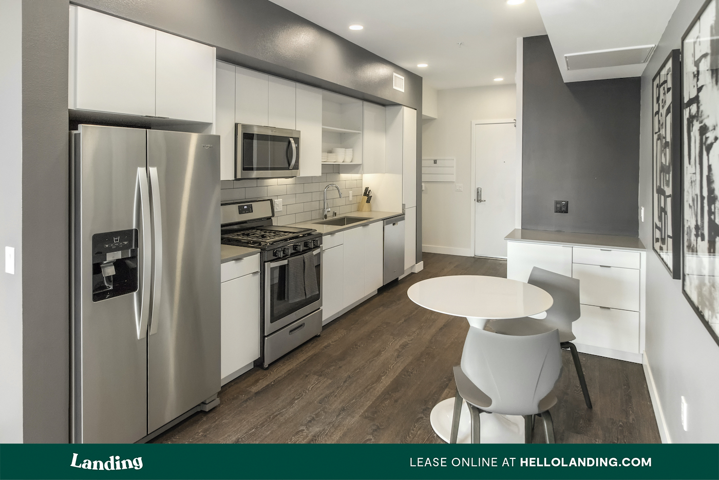 Landing Furnished Apartment Amara at MetroWest Apartments photo